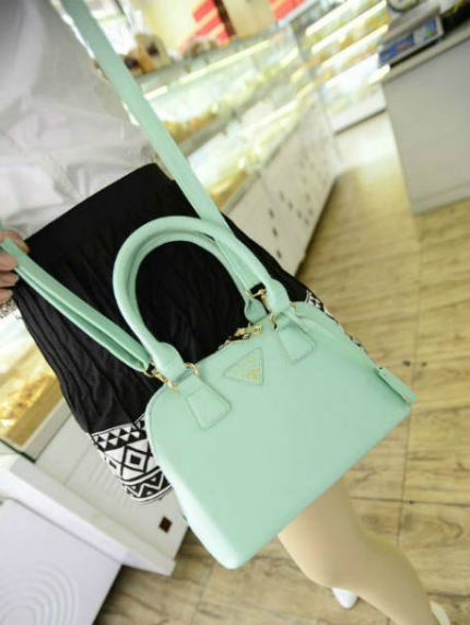 B2744 IDR.152.000 MATERIAL PU SIZE L23XH18XW8CM WEIGHT 600GR COLOR LIGHTGREEN