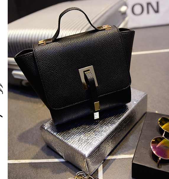 B2746 IDR.163.000 MATERIAL PU SIZE L20-30XH19CMXW13CM WEIGHT 600GR COLOR BLACK