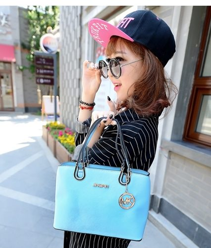 B27532 IDR.180.000 MATERIAL PU SIZE L28XH20XW12CM WEIGHT 800GR COLOR BLUE