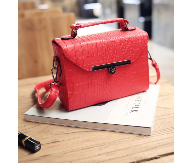 B27593 IDR.147.000 MATERIAL PU SIZE L21XH15XW8CM WEIGHT 550GR COLOR RED