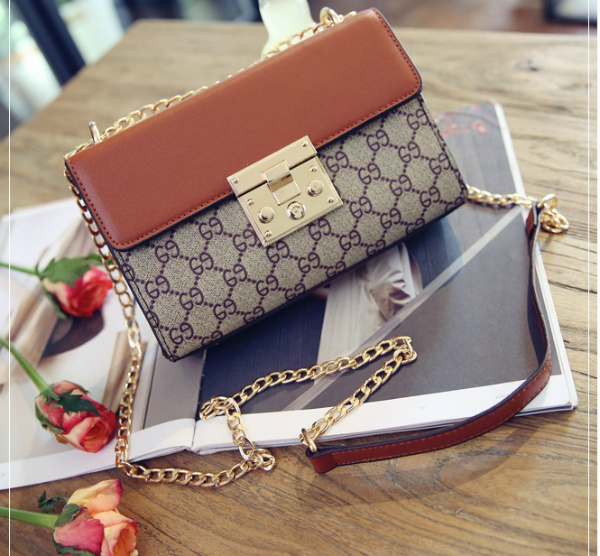 B27621 IDR.164.000 MATERIAL CANVAS SIZE L21XH13XW5CM WEIGHT 600GR COLOR BROWN