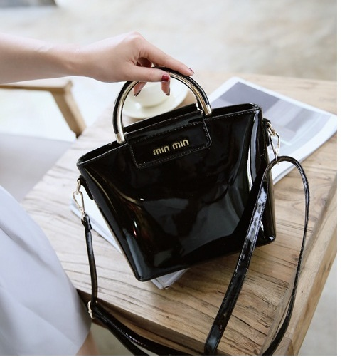 B27623 IDR.165.000 MATERIAL PU SIZE L21XH11XW20CM WEIGHT 550GR COLOR BLACK