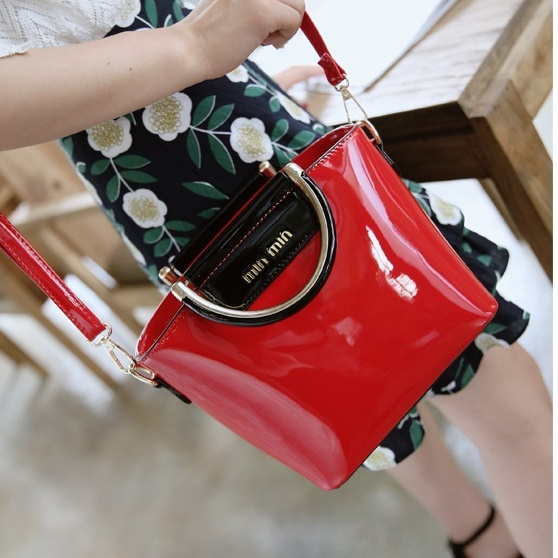B27623 IDR.165.000 MATERIAL PU SIZE L21XH11XW20CM WEIGHT 550GR COLOR RED