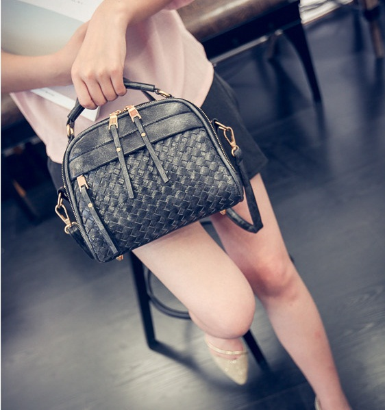B28209 IDR.170.000 MATERIAL PU SIZE L22XH18XW7CM WEIGHT 600GR COLOR BLACK
