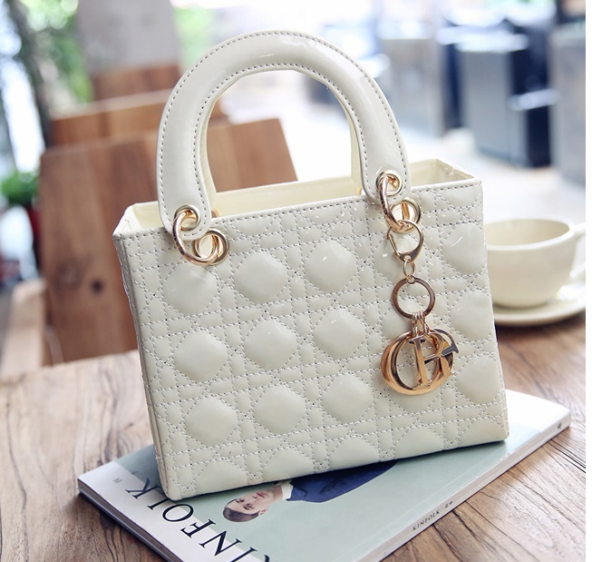 B28615 IDR.160.000 MATERIAL PU SIZE L24XH21XW11CM WEIGHT 650GR COLOR BEIGE