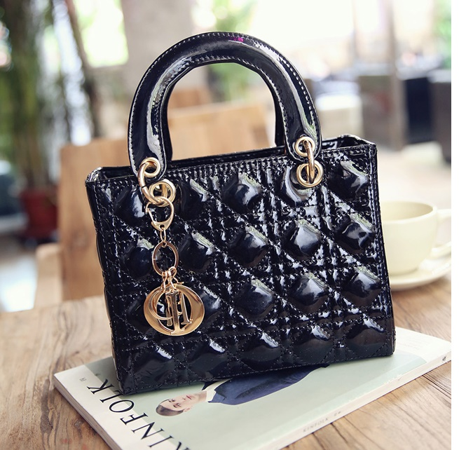 B28615 IDR.160.000 MATERIAL PU SIZE L24XH21XW11CM WEIGHT 650GR COLOR BLACK