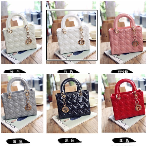 B28615 IDR.160.000 MATERIAL PU SIZE L24XH21XW11CM WEIGHT 650GR COLOR WHITE