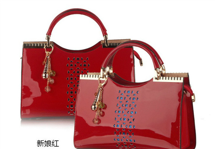 B288 IDR.235.000 MATERIAL PU SIZE L32XH21XW9CM WEIGHT 900GR COLOR RED