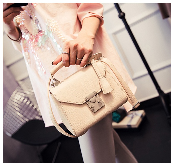 B28882 IDR.160.000 MATERIAL PU SIZE L18XH14XW11CM WEIGHT 650GR COLOR BEIGE
