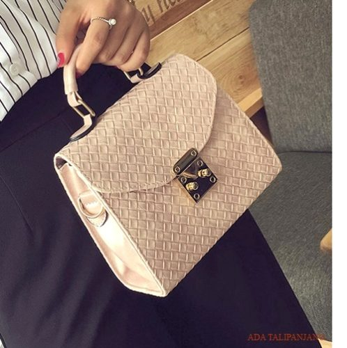 B29551 MATERIAL PU SIZE L20XH17XW9CM WEIGHT 550GR COLOR PINK