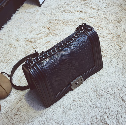 B29704 IDR.164.000 MATERIAL PU SIZE L25XH15XW10CM WEIGHT 600GR COLOR BLACK