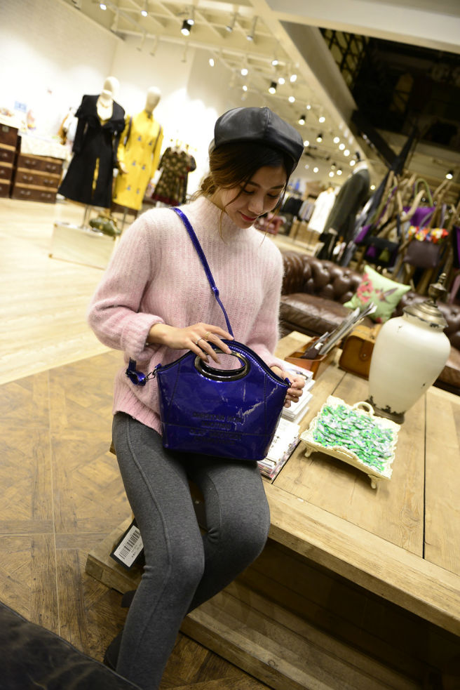 B302 IDR.174.OOO MATERIAL PU SIZE L23-22XH15XW11CM WEIGHT 600GR COLOR BLUE.jpg