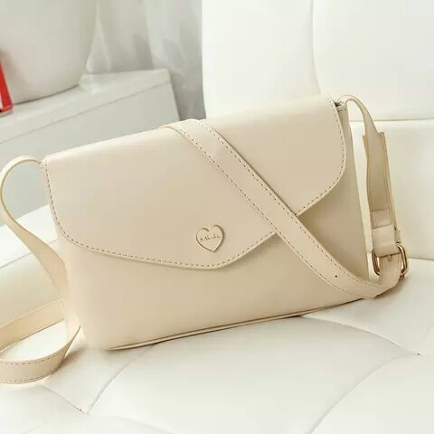 B3029-IDR.135.000-MATERIAL-PU-SIZE-L22XH16XW6CM-WEIGHT-400GR-COLOR-BEIGE