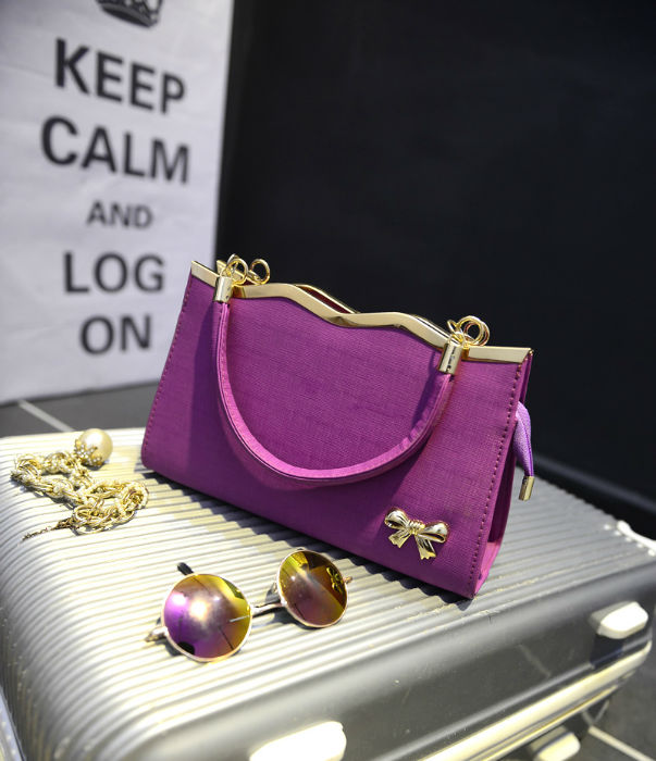 B304 IDR.175.000 MATERIAL PU SIZE L26-29XH18XW10CM WEIGHT 700GR COLOR PURPLE
