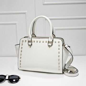 B3062 IDR.182.000 MATERIAL PU SIZE L28XH20XW14CM WEIGHT 800GR COLOR WHITE