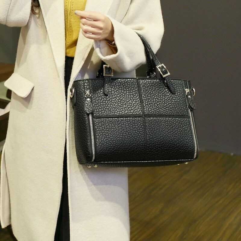 B3063 IDR.182.000 MATERIAL PU SIZE L32XH22XW12CM WEIGHT 800GR COLOR BLACK