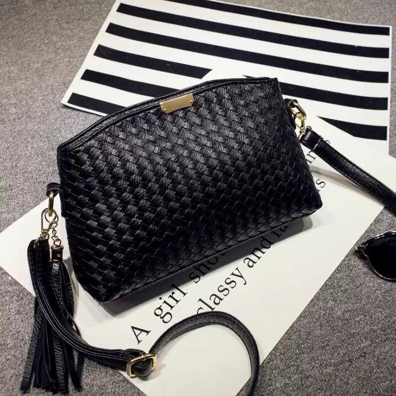 B3082 IDR.150.000 MATERIAL PU SIZE L27XH16XW5CM WEIGHT 500GR COLOR BLACK