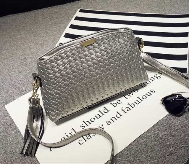 B3082 IDR.150.000 MATERIAL PU SIZE L27XH16XW5CM WEIGHT 500GR COLOR GRAY