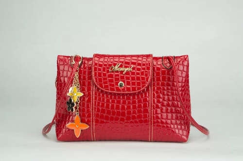 B332 IDR.165.000 MATERIAL PU SIZE L28XH22XW8CM WEIGHT 500GR COLOR RED
