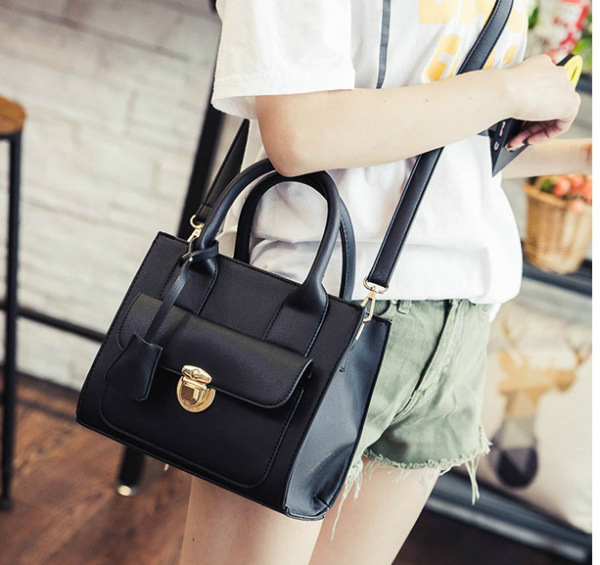 B3436 IDR.172.000 MATERIAL PU SIZE L23XH20XW10CM WEIGHT 650GR COLOR BLACK