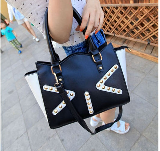B350 IDR.197.000 MATERIAL PU SIZE L27-35XH19XW10CM WEIGHT 700GR COLOR BLACK