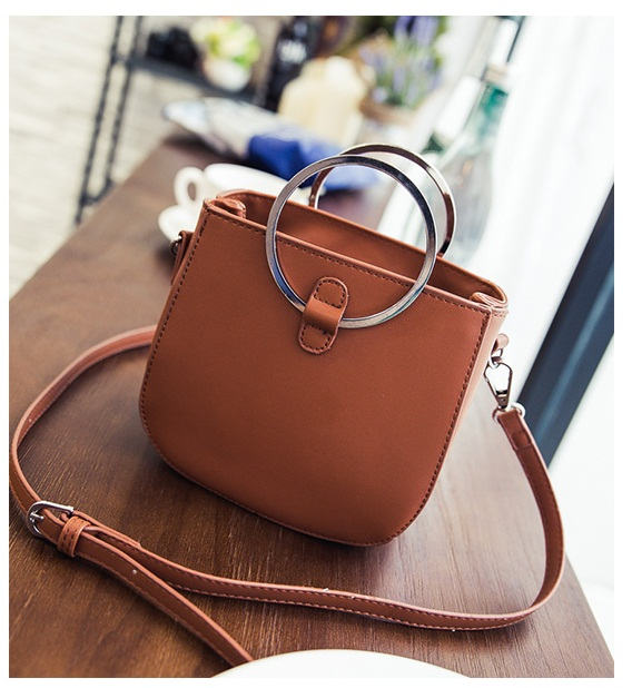 B3531 IDR.149.000 MATERIAL PU SIZE L16XH15XW8CM WEIGHT 500GR COLOR BROWN