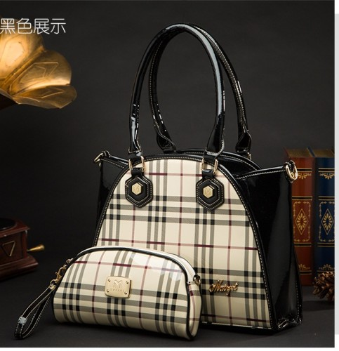 B422 (2in1) IDR.215.000 MATERIAL PU SIZE L35XH27XW10CM WEIGHT 800GR COLOR BLACK