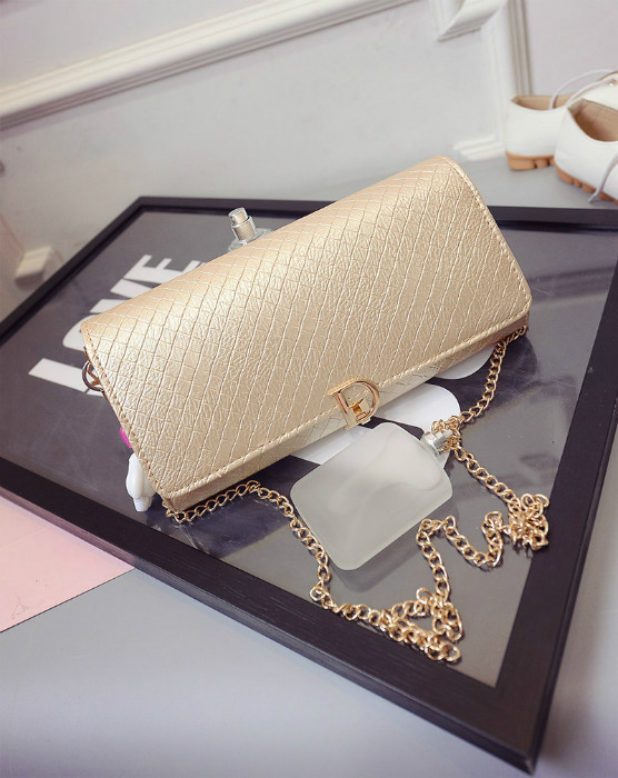 B433 IDR.180.000 MATERIAL PU SIZE L28XH16XW3CM WEIGHT 600GR COLOR GOLD