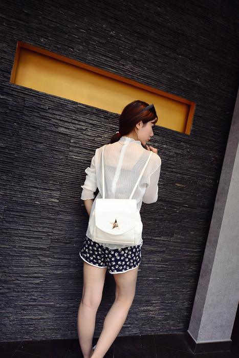 B435 IDR.172.000 MATERIAL PU SIZE WEIGHT COLOR WHITE