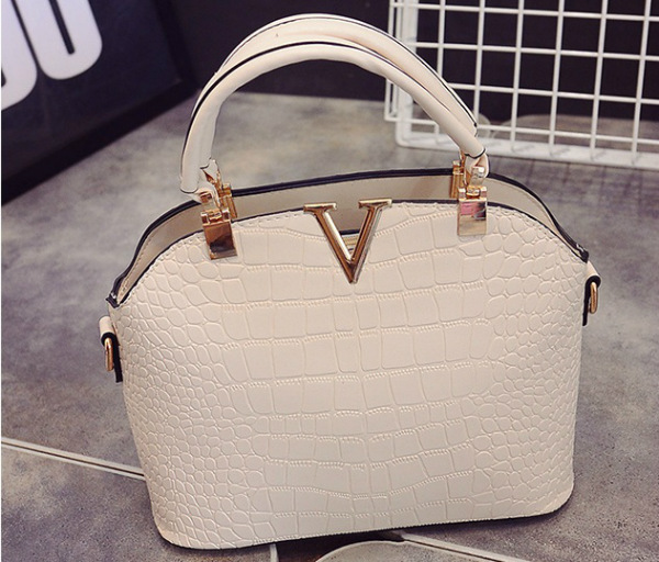 B437 IDR.159.000 MATERIAL PU SIZE L27XH22XW11CM WEIGHT 600GR COLOR BEIGE