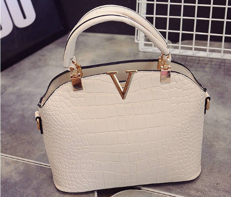 B437 IDR.172.000 MATERIAL PU SIZE L27XH22XW11CM WEIGHT 600GR COLOR BEIGE