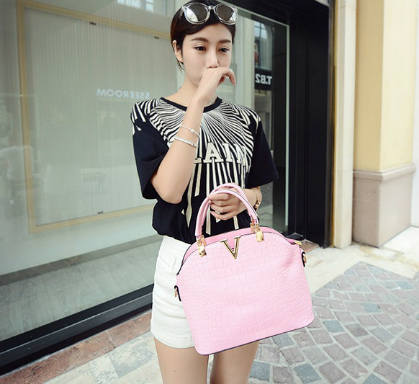 B437 IDR.172.000 MATERIAL PU SIZE L27XH22XW11CM WEIGHT 600GR COLOR PINK