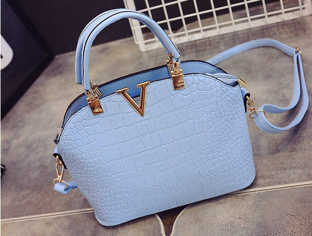 B437 IDR.178.000 MATERIAL PU SIZE L27XH22XW11CM WEIGHT 600GR COLOR BLUE