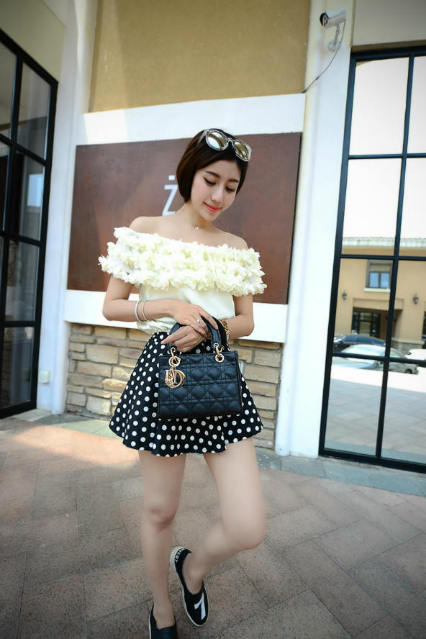 B438 IDR.184.000 MATERIAL PU SIZE L20XH15XW10CM WEIGHT 700GR COLOR BLACK