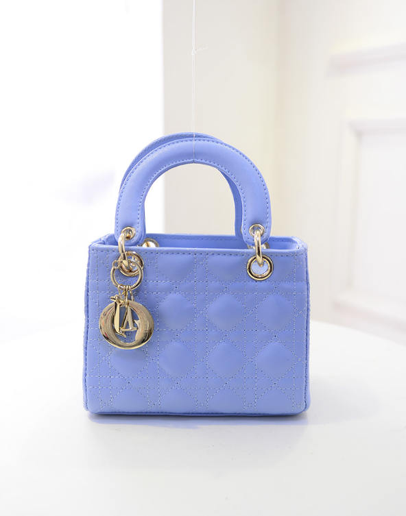 B438 IDR.184.000 MATERIAL PU SIZE L20XH15XW10CM WEIGHT 700GR COLOR BLUE
