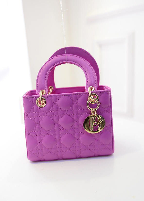 B438 IDR.184.000 MATERIAL PU SIZE L20XH15XW10CM WEIGHT 700GR COLOR ROSE