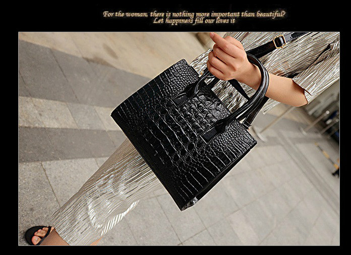 B440 IDR.186.000 MATERIAL PU SIZE L27XH22XW12CM WEIGHT 700GR COLOR BLACK