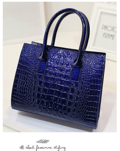 B440 - Grosir Tas Import IDR.186.000 MATERIAL PU SIZE L27XH22XW12CM WEIGHT 700GR COLOR BLUE