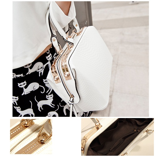 B450 IDR.198.000 MATERIAL PU SIZE L38XH21XW16CM WEIGHT 1200GR COLOR WHITE