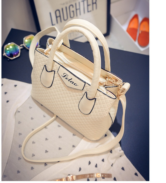 B474 IDR.175.000 MATERIAL PU SIZE L24XH18XW11CM WEIGHT 700GR COLOR BEIGE
