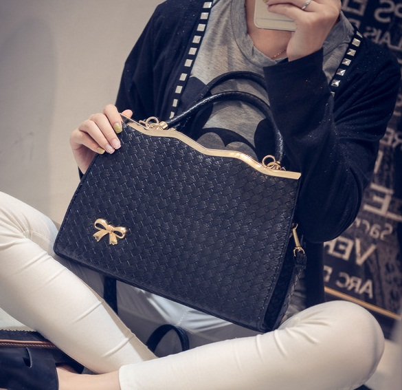 B475 IDR.180.000 MATERIAL PU SIZE L30XH29XW9CM WEIGHT 800GR COLOR BLACK