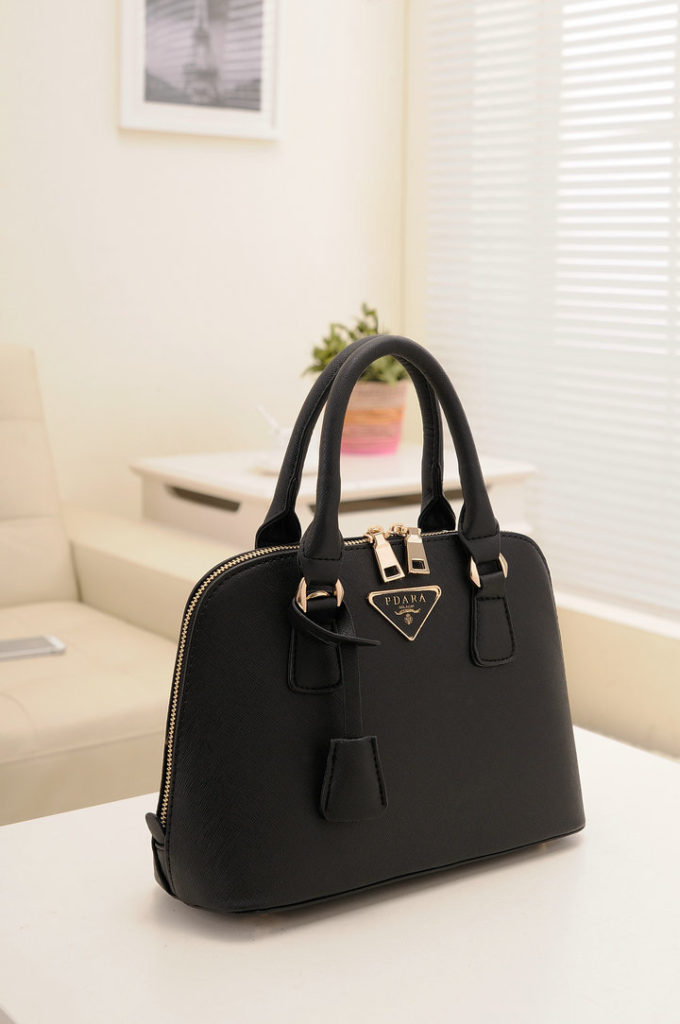 B478 IDR.182.000 MATERIAL PU SIZE L29XH20XW10CM WEIGHT 800GR COLOR BLACK