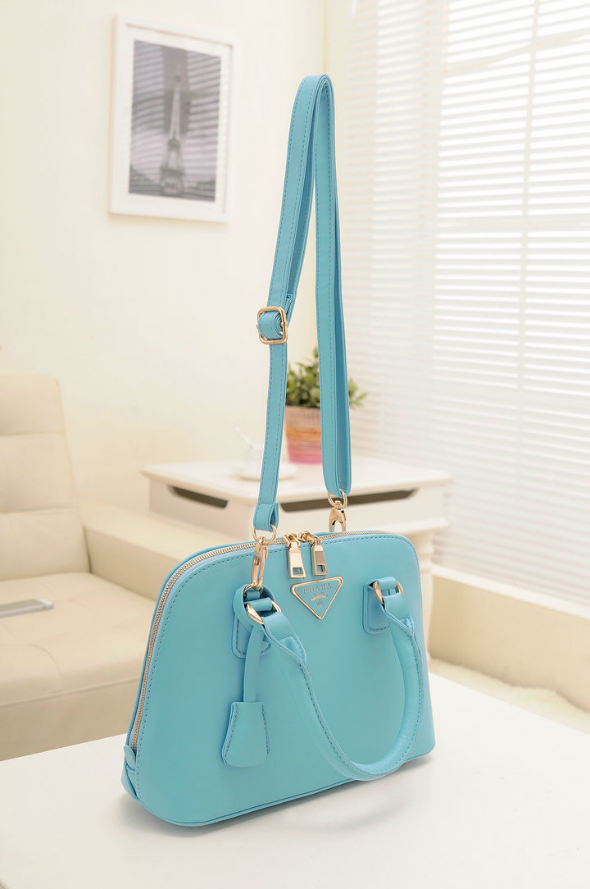 B478 IDR.192.000 MATERIAL PU SIZE L29XH20XW10CM WEIGHT 800GR COLOR BLUE