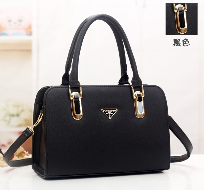 B487 IDR.182.000 MATERIAL PU SIZE L30XH20XW12CM WEIGHT 900GR COLOR BLACK