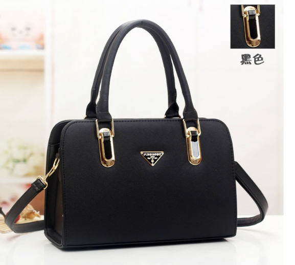 B487 IDR.193.000 MATERIAL PU SIZE L30XH20XW12CM WEIGHT 900GR COLOR BLACK.jpg