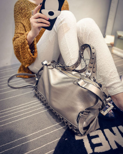 B496 IDR.195.000 MATERIAL PU SIZE L36XH20XW14CM WEIGHT 900GR COLOR SILVER