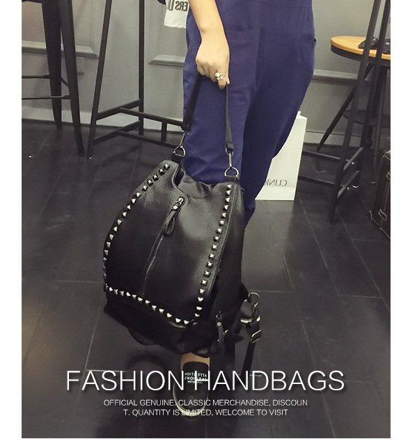 B498 IDR.180.000 MATERIAL PU SIZE L30XH35XW10CM WEIGHT 800GR COLOR BLACK