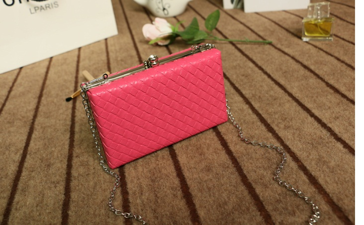 B501 IDR.160.000 MATERIAL PU SIZE L18XH11XW5CM WEIGHT 550GR COLOR RED.jpg