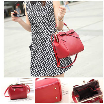 B530 IDR.186.000 MATERIAL PU SIZE L36XH23XW14CM WEIGHT 700GR COLOR RED