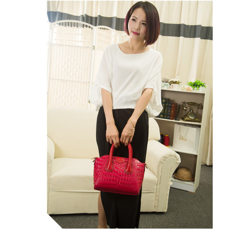 B535 IDR.205.000 MATERIAL PU SIZE L27XH22XW10CM WEIGHT 1100GR COLOR RED